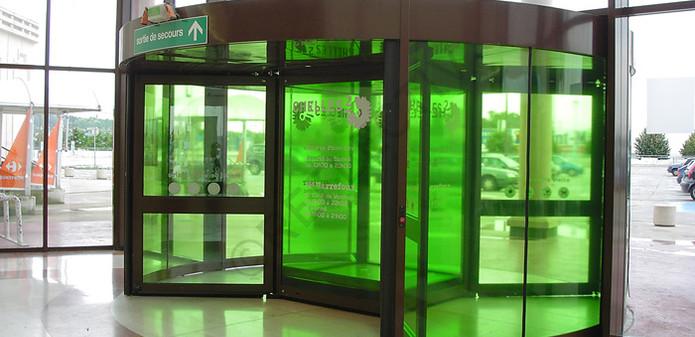 نصب در پنجره دو جداره جهت شرکتها